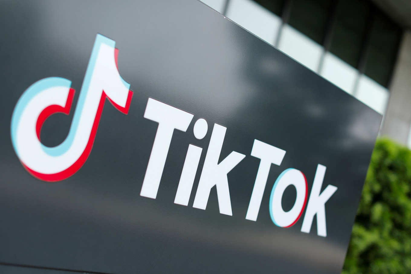 TikTok apologizes for censoring LGBT+ content