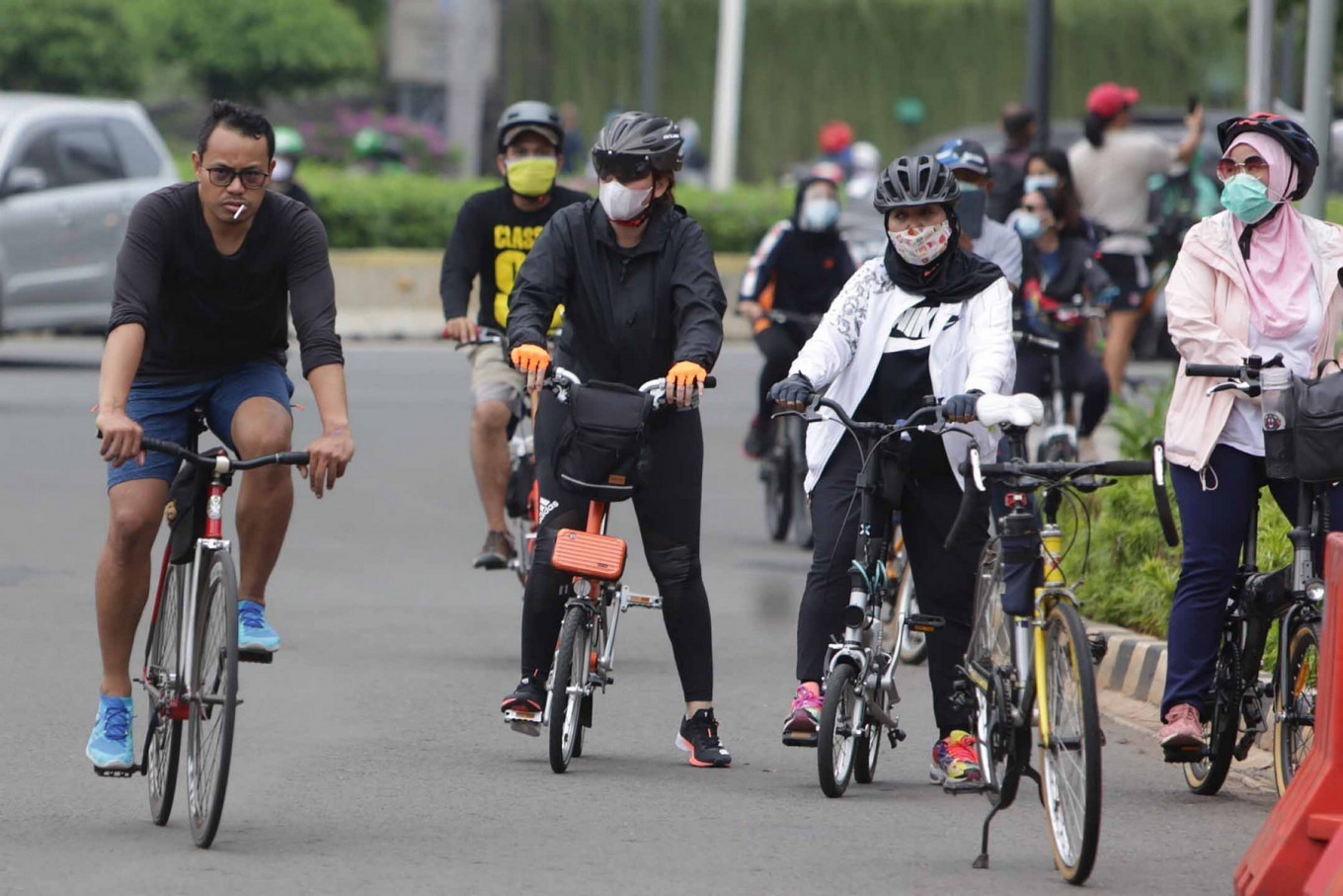Cyclists ride on the Hotel Indonesia traffic circle in Central Jakarta, on Sunday, September 20. 2020. The first week of reimposed large-scale social restrictions saw a significant drop in the number of cyclists on the corridor along Jl. Sudirman and Jl. MT Haryono. JP/Wendra Ajistyatama