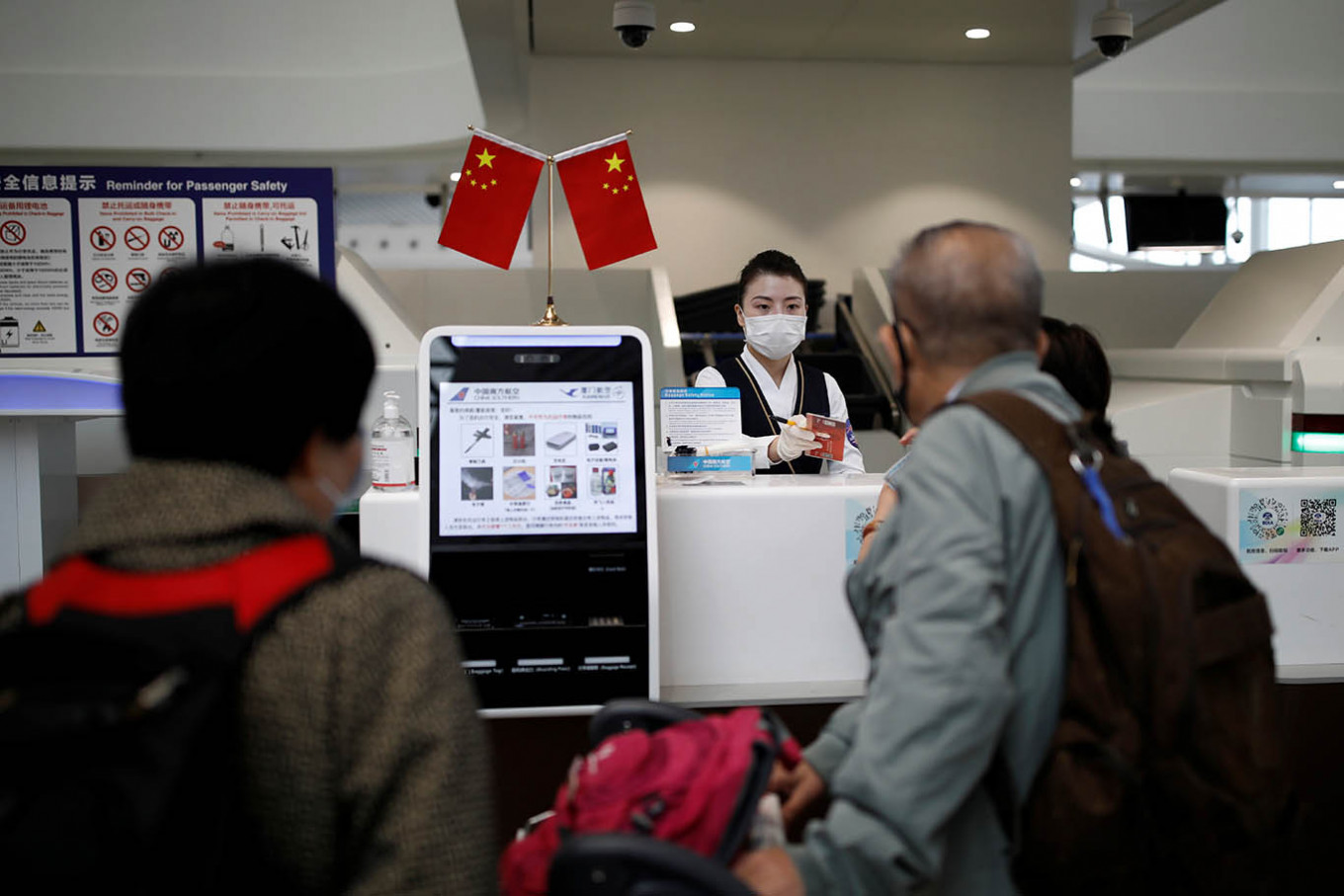 China launches COVID-19 vaccination certificates for cross-border travel