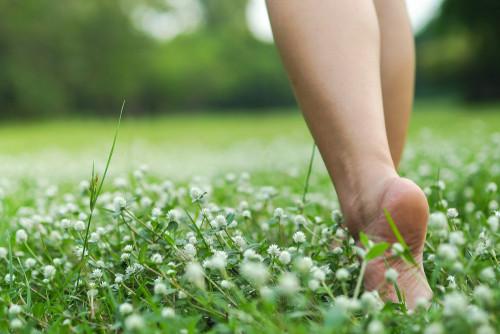 Earthing: Will walking barefoot make you feel better?