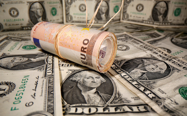 Dollar heads for weekly gain as pandemic recovery stalls