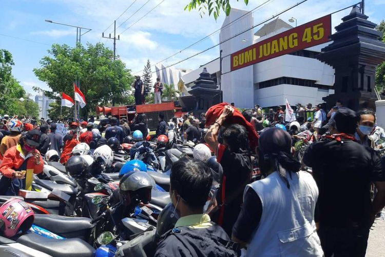 Police disperse KAMI event in Surabaya following rejection from residents