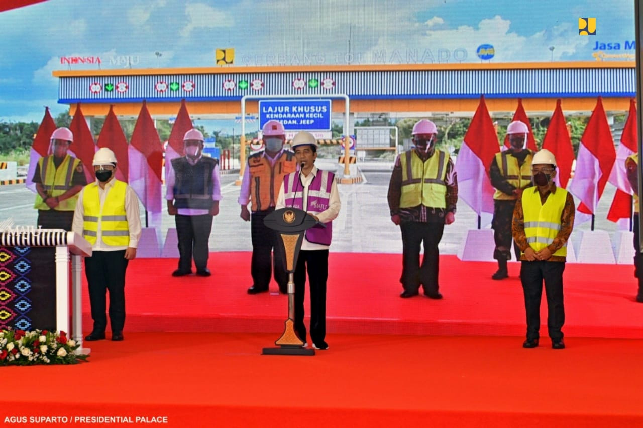 Jokowi opens first toll road in North Sulawesi, hopes for more investment, competittiveness