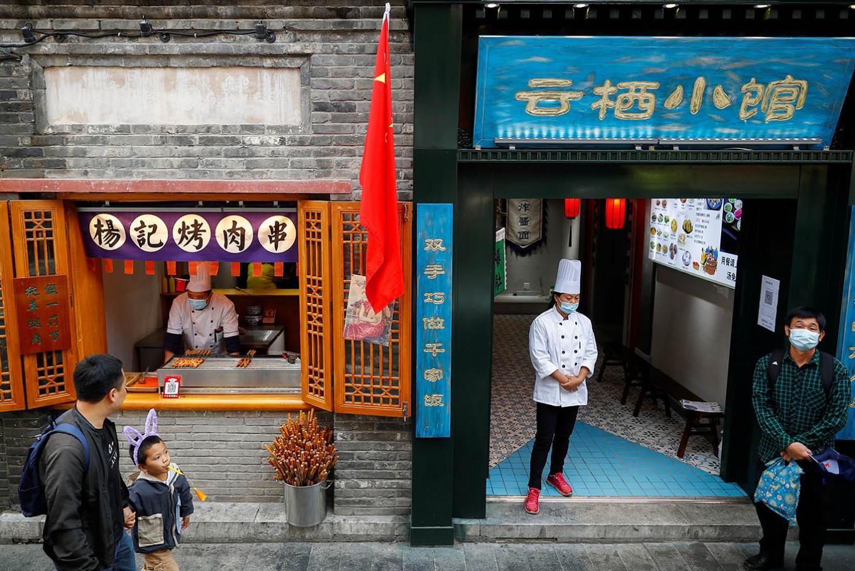 Analysis: China and US economies diverge over coronavirus response