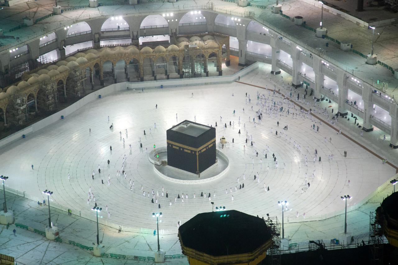Umrah pilgrims return to a Mecca stilled by COVID-19 slump