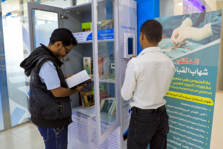 Yemen's mini-libraries: 'A candle in the dark'