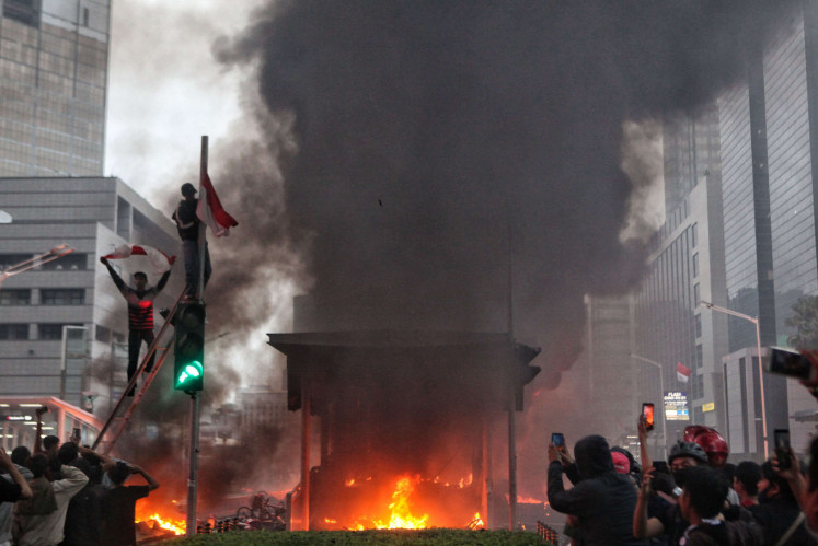 Jakarta Police name 131 suspects for rioting during jobs law protests
