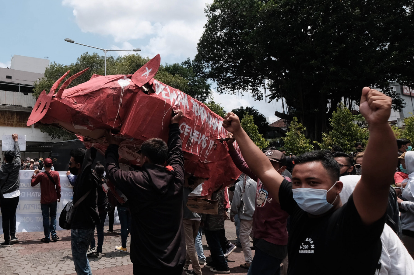 Seeing red: Protesters hold a giant effigy of a wild boar during a protest against the Job Creation Law on Thursday, October 8. 2020 at the Yogyakarta Legislative Council in Malioboro, Yogyakarta. JP/Donny Fernando