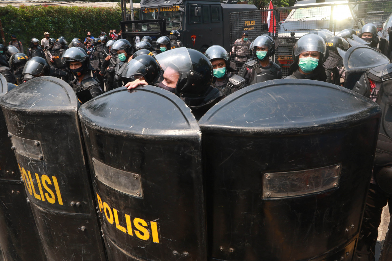 Body shield: Police officers use their shields to form a riot line during a protest on Wednesday, October 7.2020 organized by the Tangerang Workers Alliance on Jl. Daan Mogot in Tangerang, Banten. Nationwide protests have been held from Tuesday to Thursday since the Job Creation Law received final approval from the House of Representatives on Monday. JP/Dhoni Setiawan