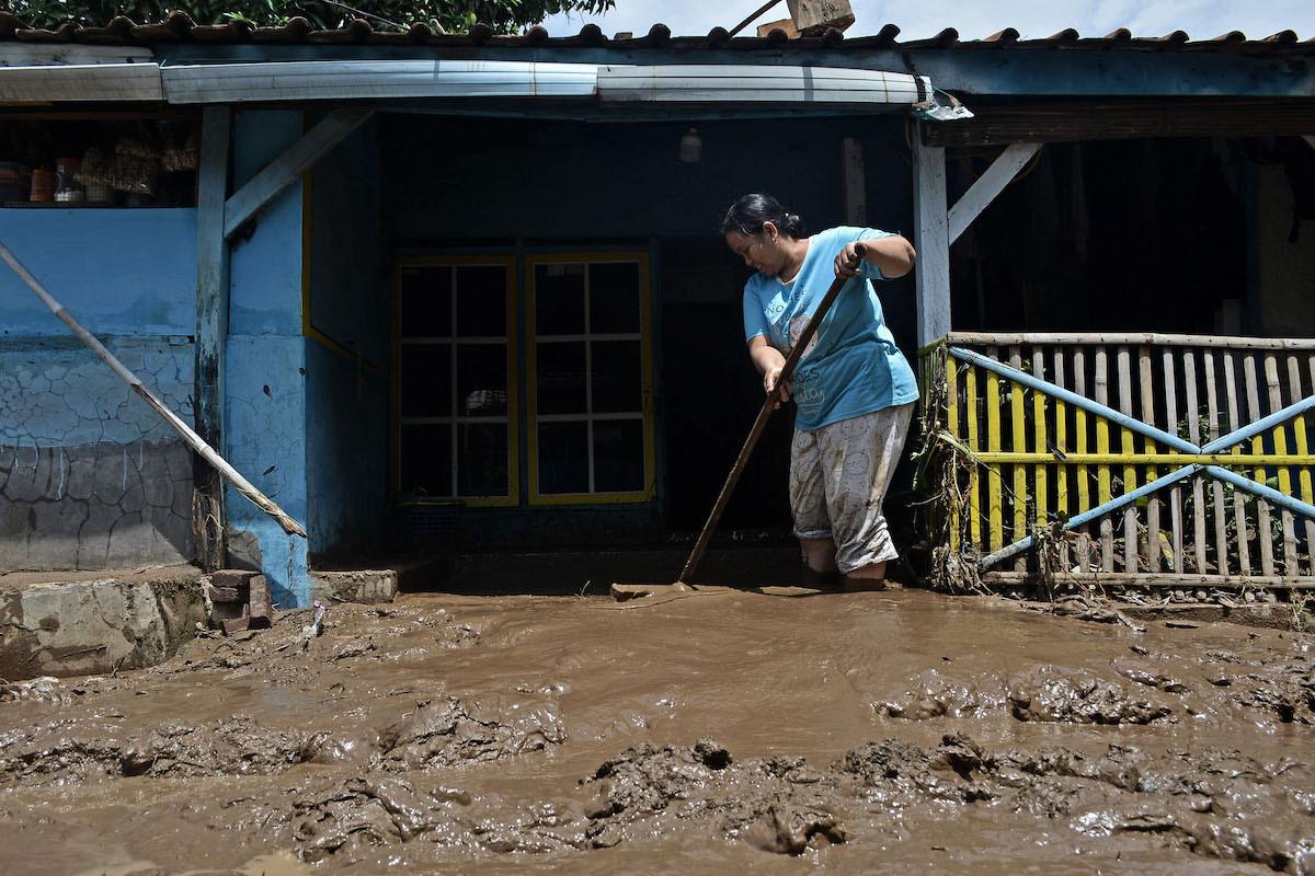 Flash floods, landslides displace 1,000 residents in Garut