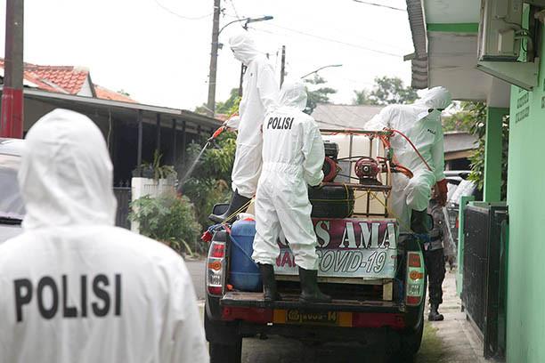Jokowi orders task force, governors to balance handling pandemic, economy