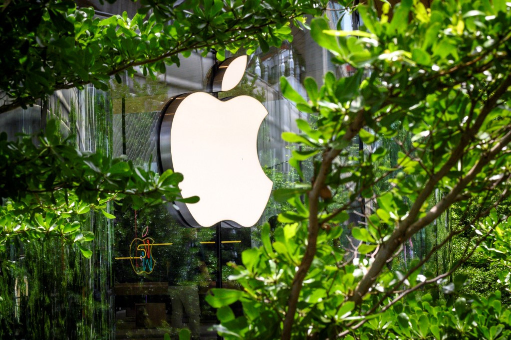 Apple to pay $113 million to US states over iPhone battery complaints