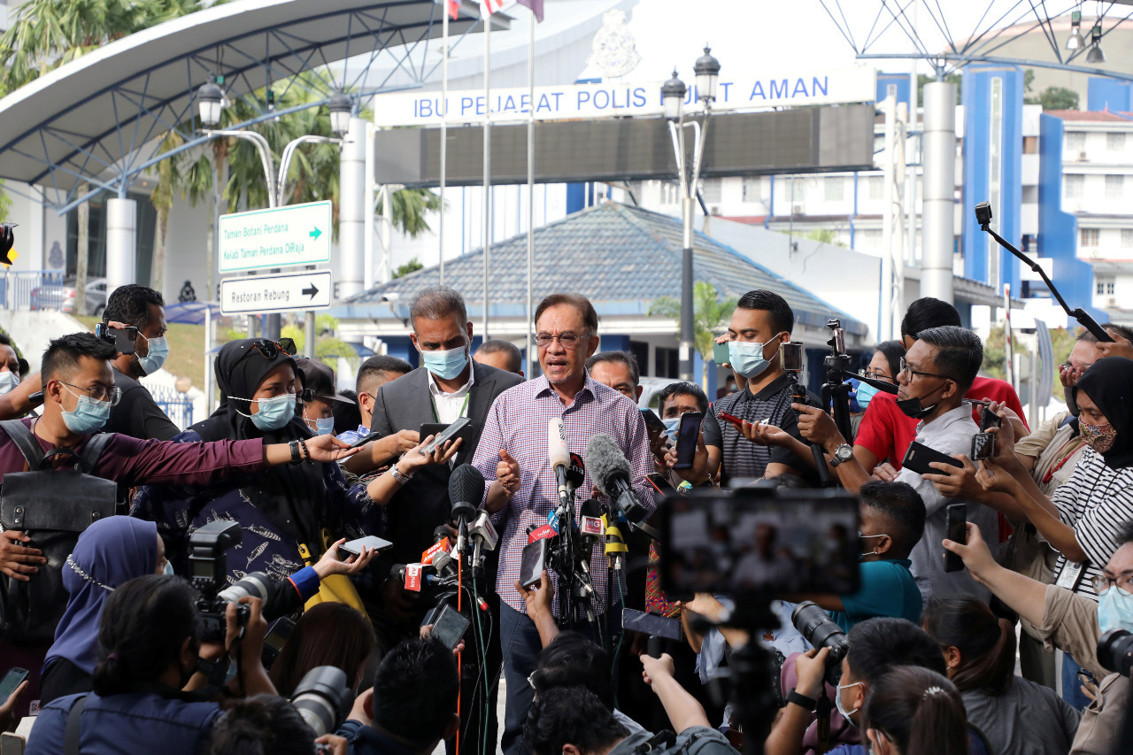 Malaysia's Mahathir says political uncertainty won't end with Anwar as PM