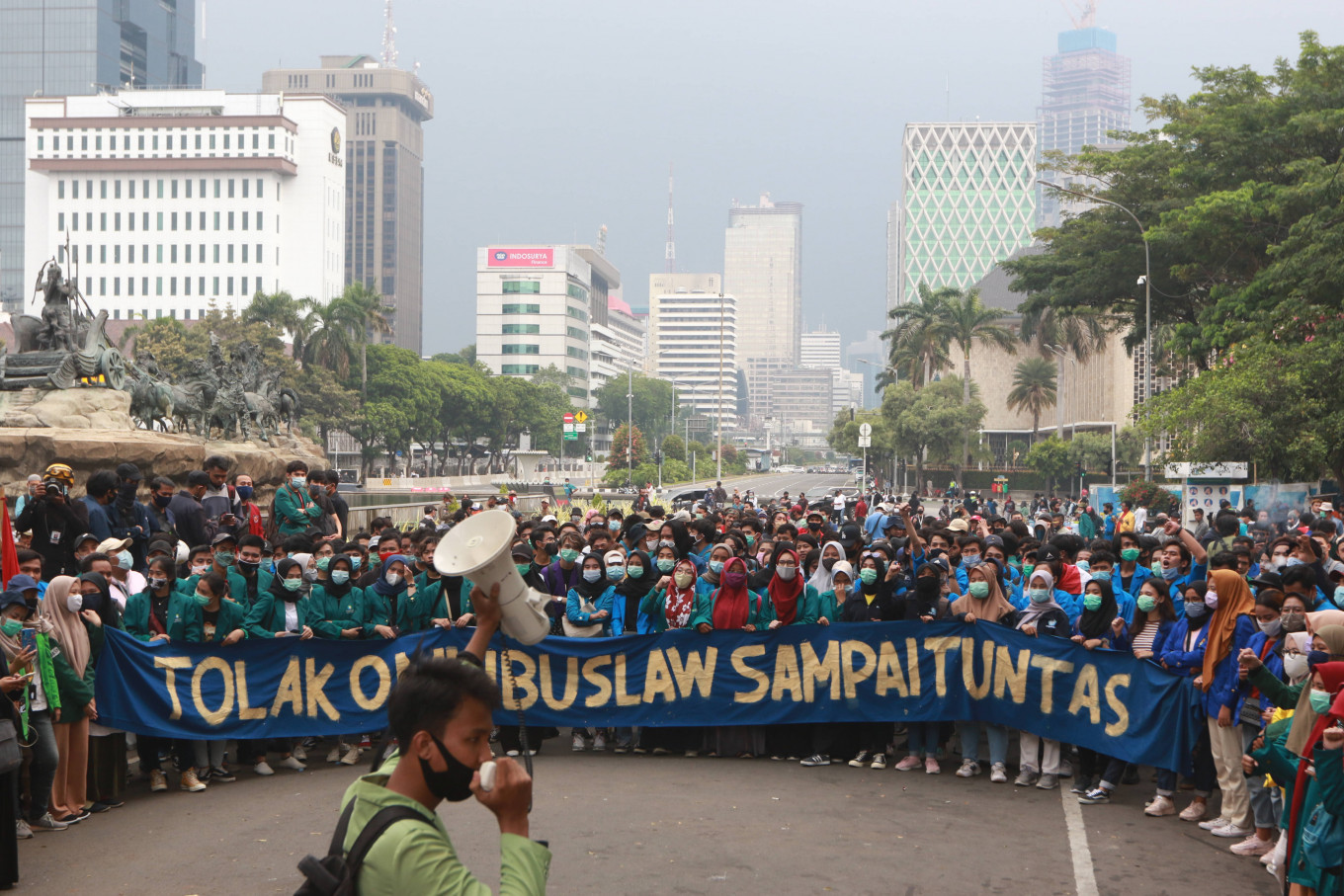 Students continue to protest jobs law, alleged police brutality