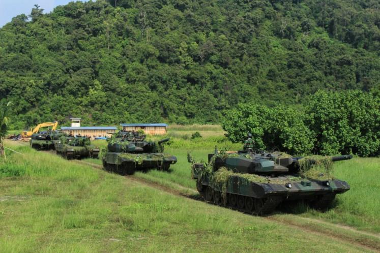 Leopard 2A4 main battle tanks