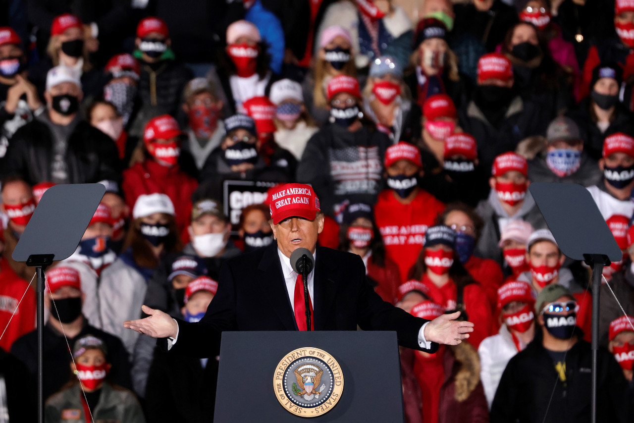 Trump blasts Michigan governor Whitmer; rally goers chant 'lock her up'