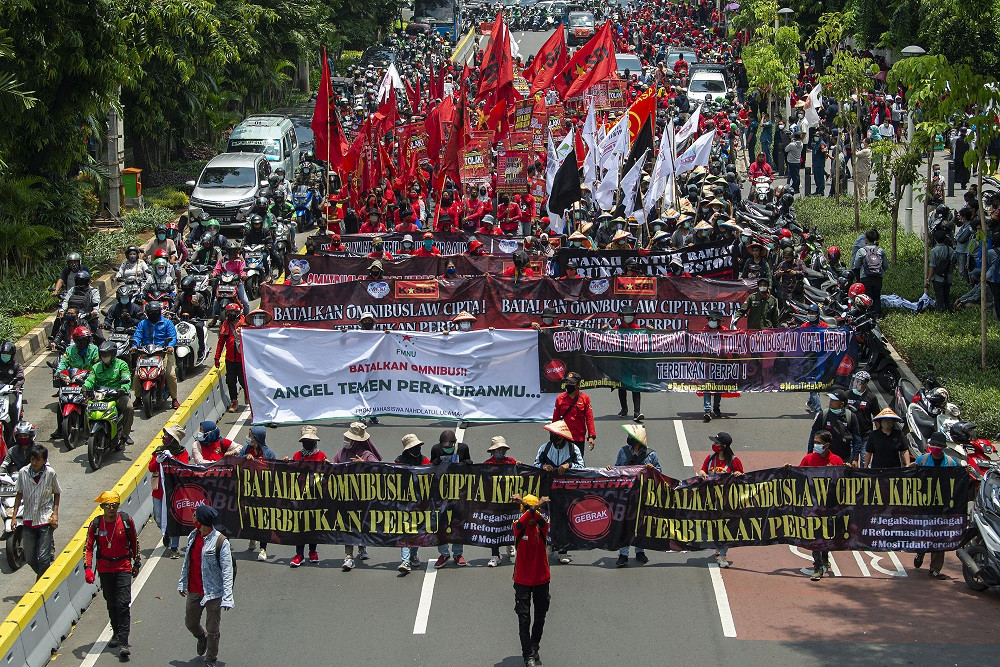Waves of protests continue against jobs law, coinciding with Jokowi-Maruf's first anniversary