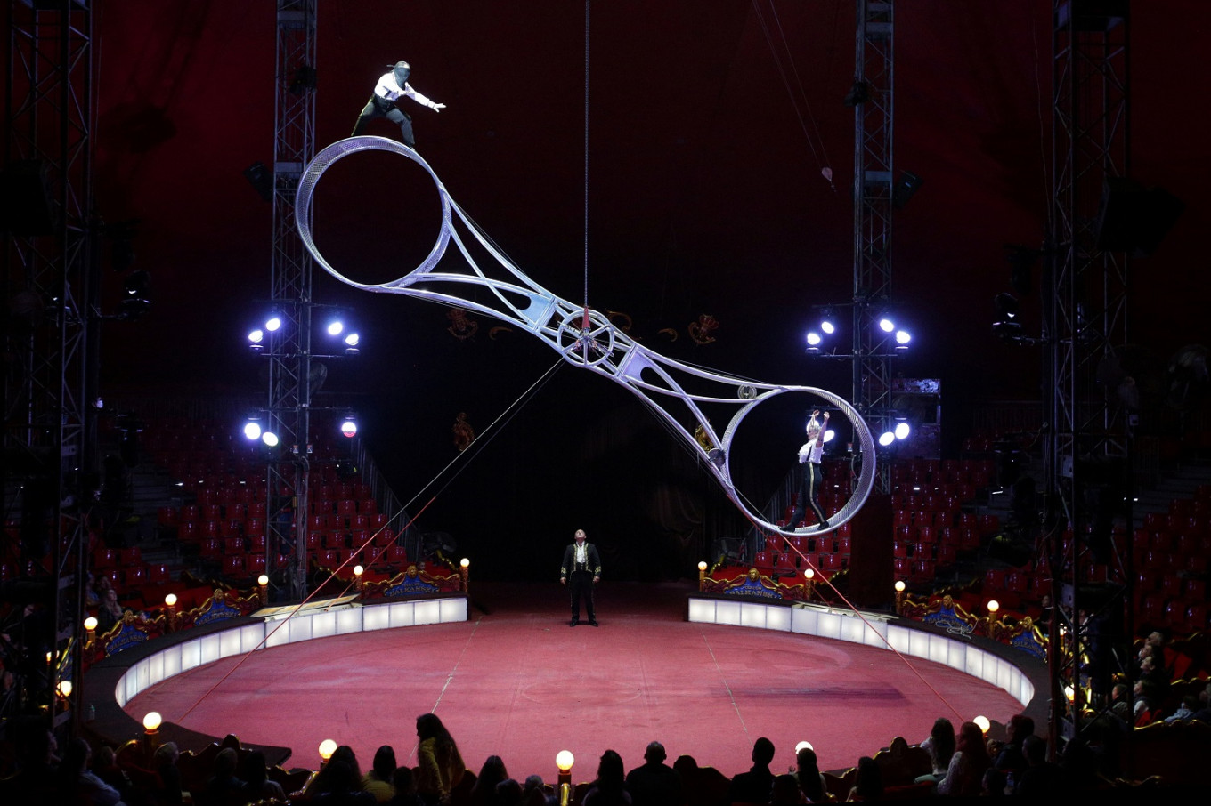 On a tightrope: Bulgarian circus defies odds during COVID pandemic