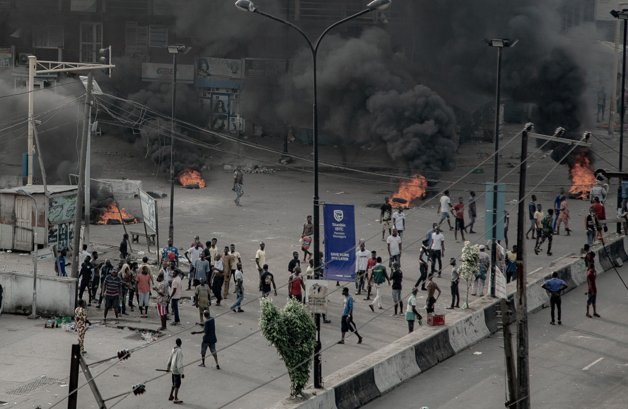 Fires burn in Lagos after Nigerian soldiers shoot anti-police protesters