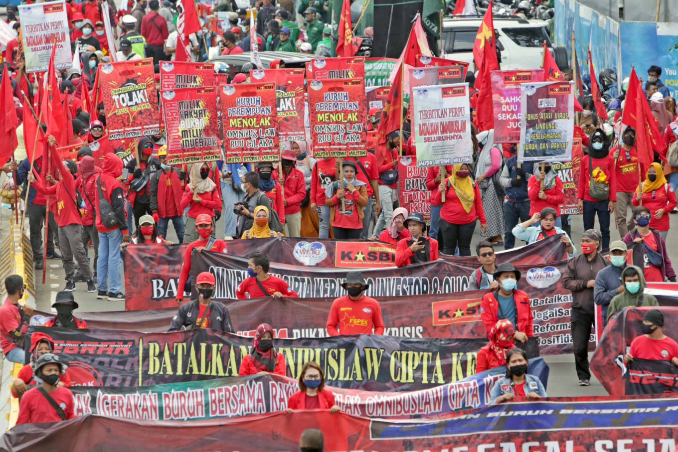 Labor union plans more protests against omnibus law, to prepare legal challenge