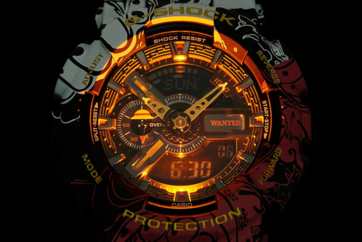 The G-SHOCK x One Piece is equipped with LED light that will light up in orange color when it is activated.