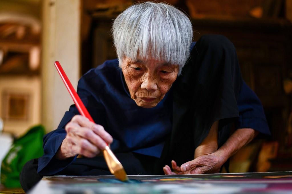 'Pioneer' octogenarian Vietnamese artist gets first solo exhibit