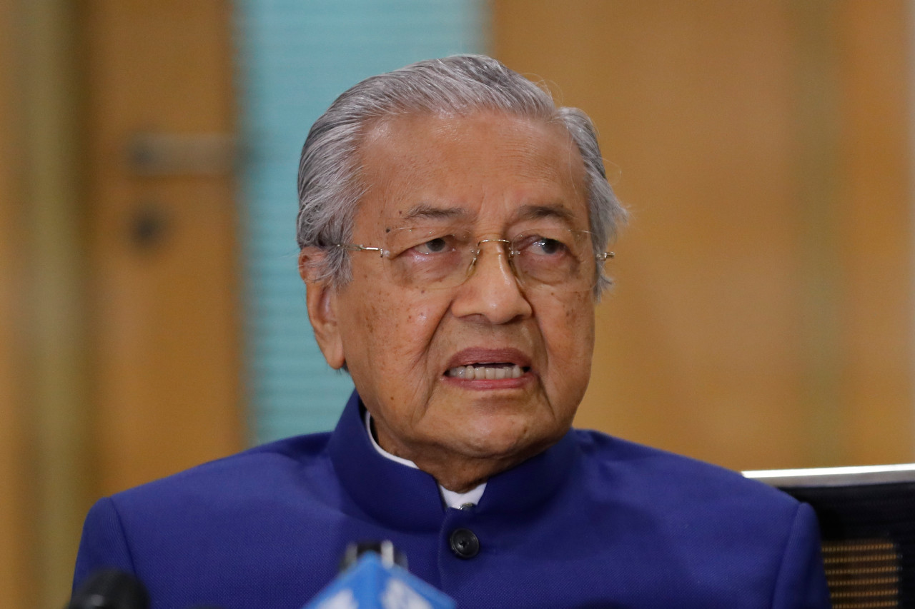 Malaysia's Mahathir says Muslims can kill French, Twitter deletes post