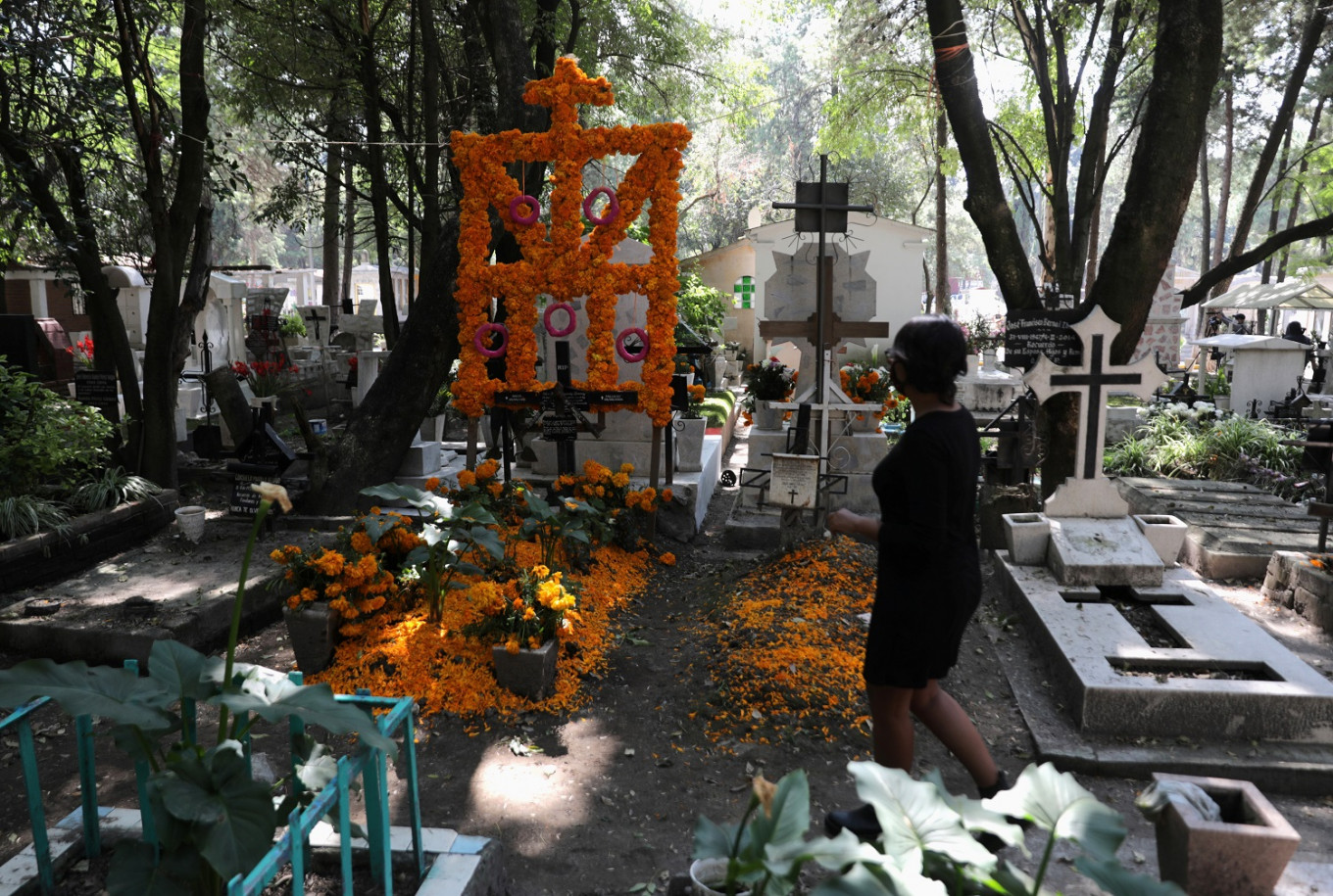 Coronavirus forces Mexicans to celebrate Day of the Dead early