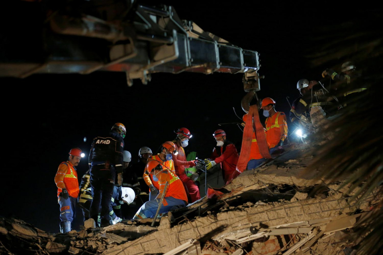 Greece natural disaster: Massive 7.0 quake strikes near Samos - buildings collapse in Turkey