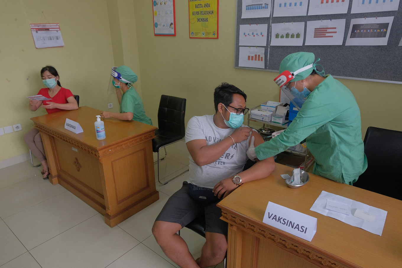 Java, Bali top priority to receive vaccines due to number of COVID-19 cases