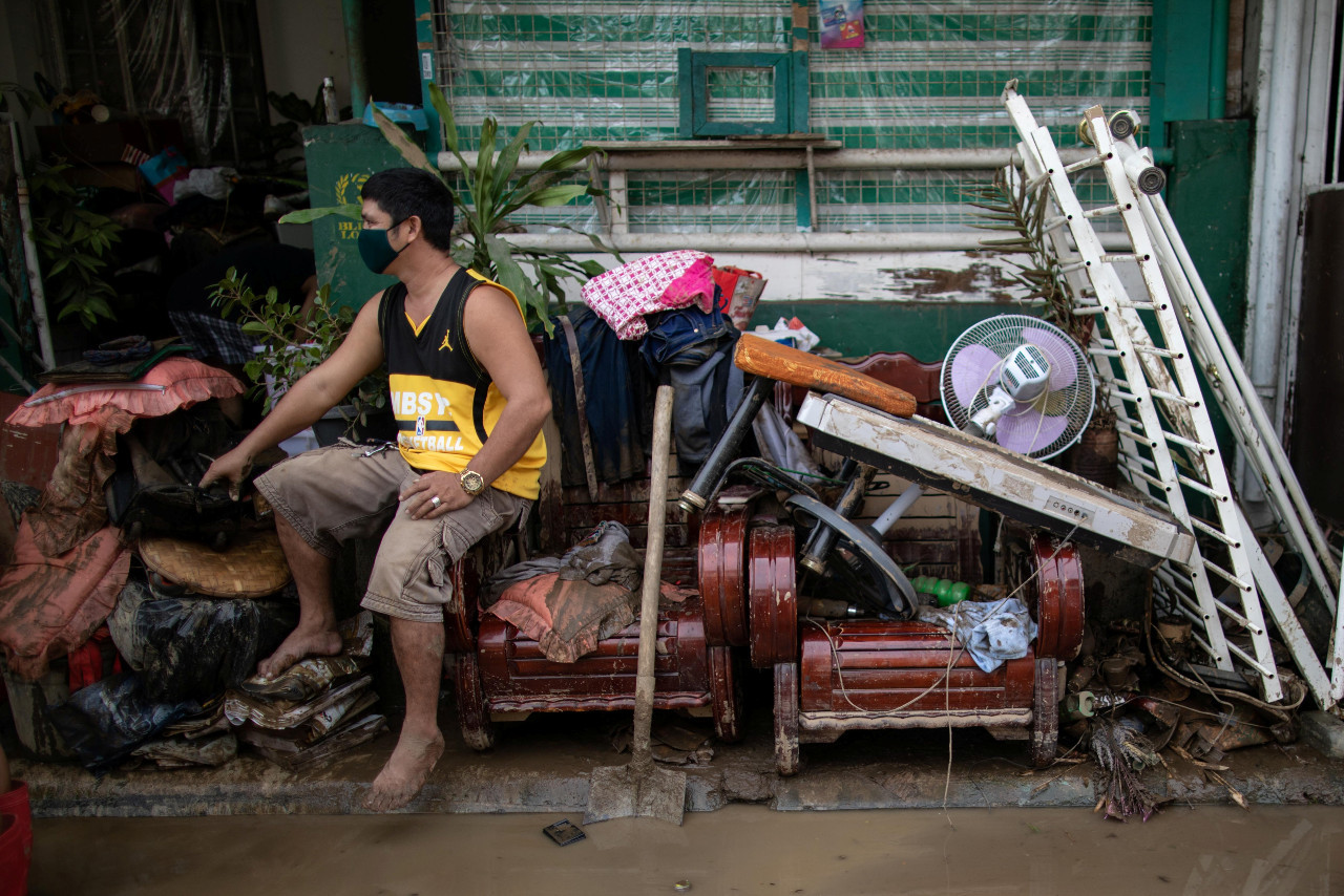 16 dead after Typhoon Goni batters Philippines