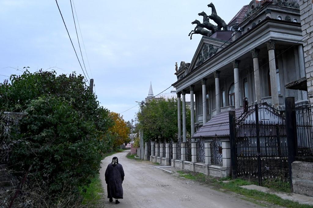 Roma mansions in Moldova abandoned in economic exodus