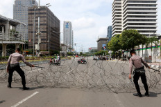 Police officers cordon off streets near the French Embassy in Jakarta on Oct. 30 in anticipation of demonstrations against French President Emmanuel Macron for his comments over Prophet Muhammad cartoons. JP/Dhoni Setiawan