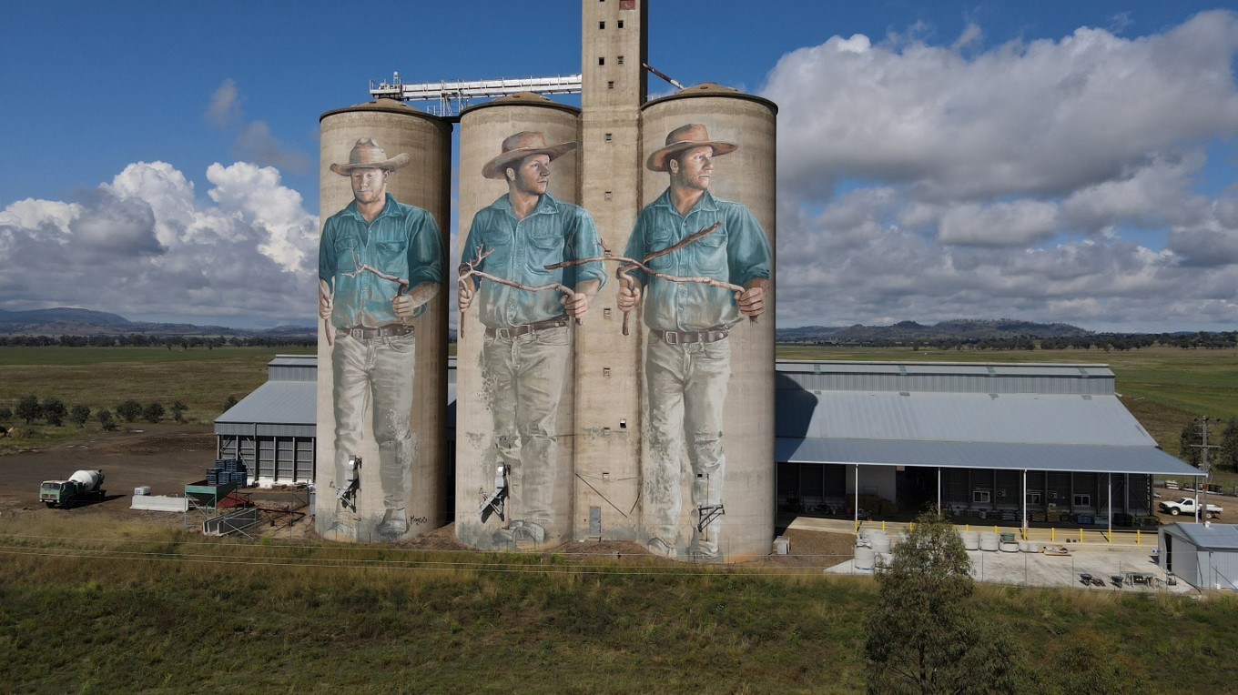 Diviner inspiration: Australian artist sizes up silos for huge murals