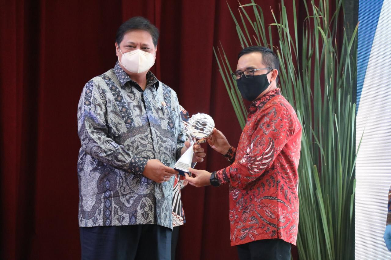 Stable inflation and people's purchasing power earn Banyuwangi TPID Award