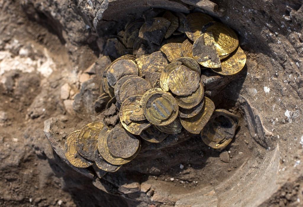 Excavators find rare, ancient gold coins in Jerusalem's Old City