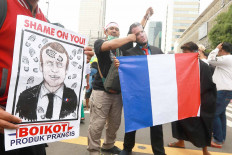 Protesters gather outside the French Embassy in Jakarta on Nov. 2, 2020 to protest against French President Emmanuel Macron's comments considered to be insulting to the Prophet Muhammad and Muslims. JP/Dhoni Setiawan