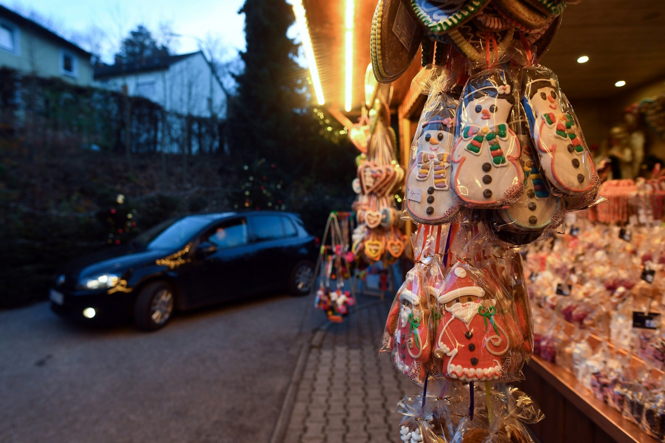 Undaunted by pandemic, Bavarian innkeeper opens drive-through Christmas market