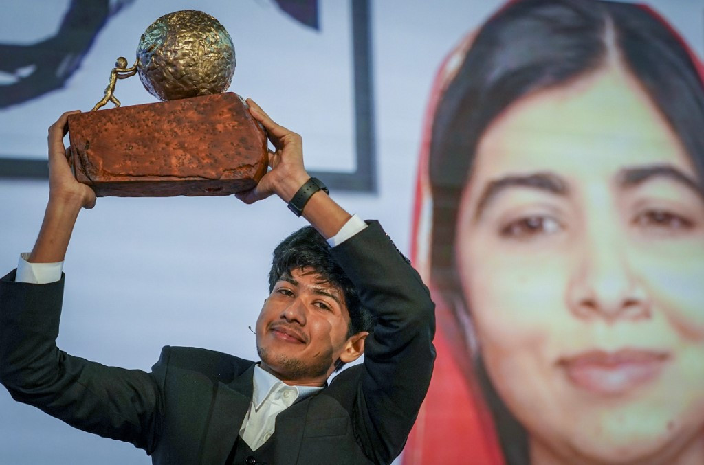 Bangladeshi teen wins children's prize for online fight