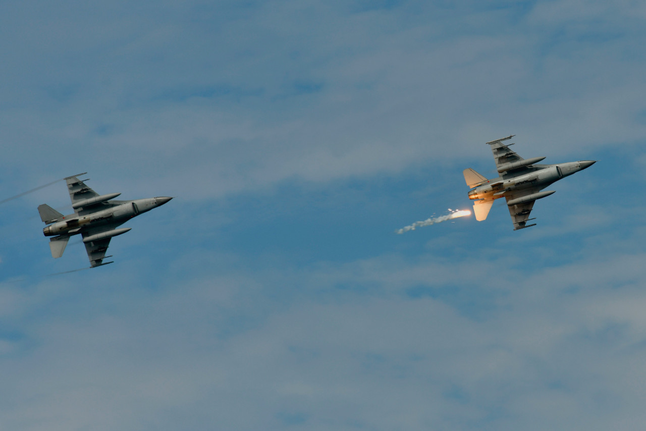 US says support for Taiwan 'rock-solid' as Chinese jets buzz island