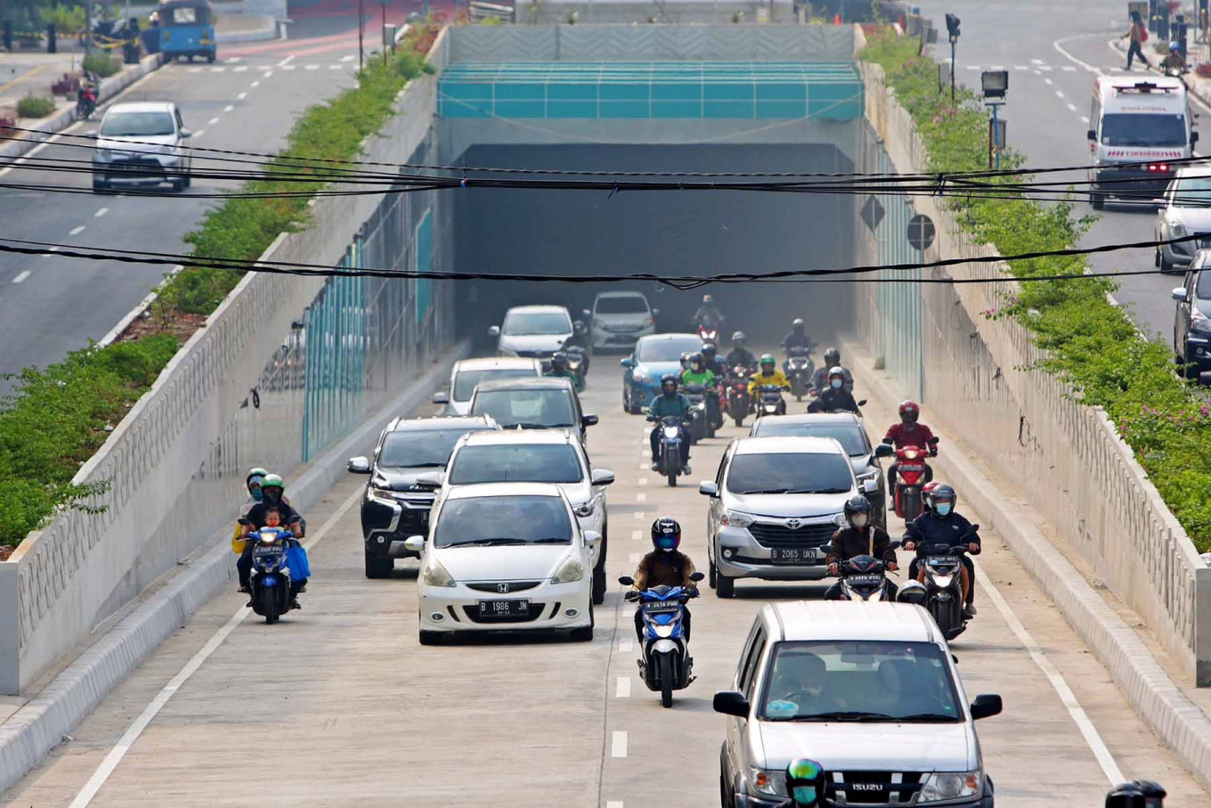Motorists drive out of the new Senen underpass extension in Central Jakarta on Tuesday, Nov 10. The underpass is expected to ease traffic congestion in the area. JP/Wendra Ajistyatama