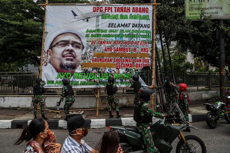 Removal of Rizieq banners by TNI sparks questions over military role in civilian realm