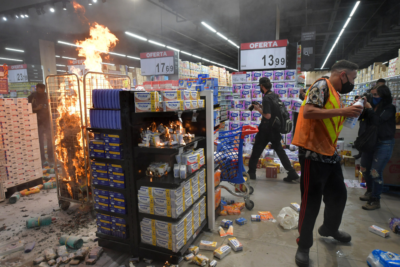 Violence erupts in Brazil after Black man beaten to death at Carrefour store