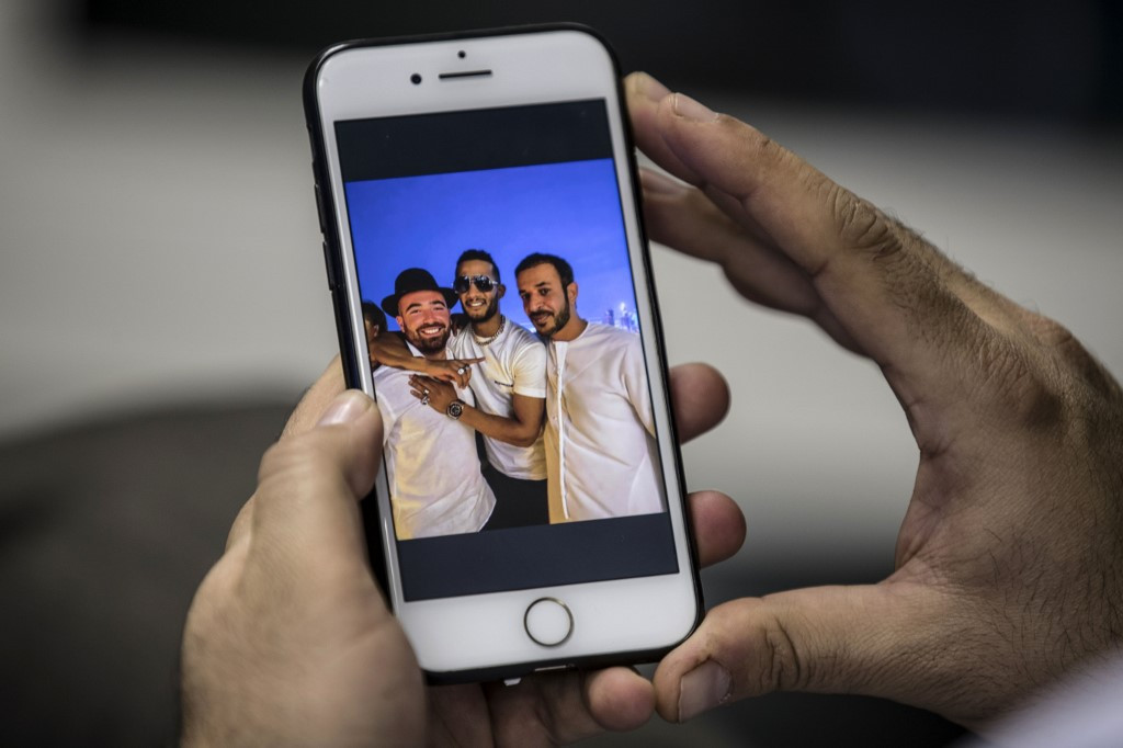 Egypt court to examine case of singer over photos with Israelis