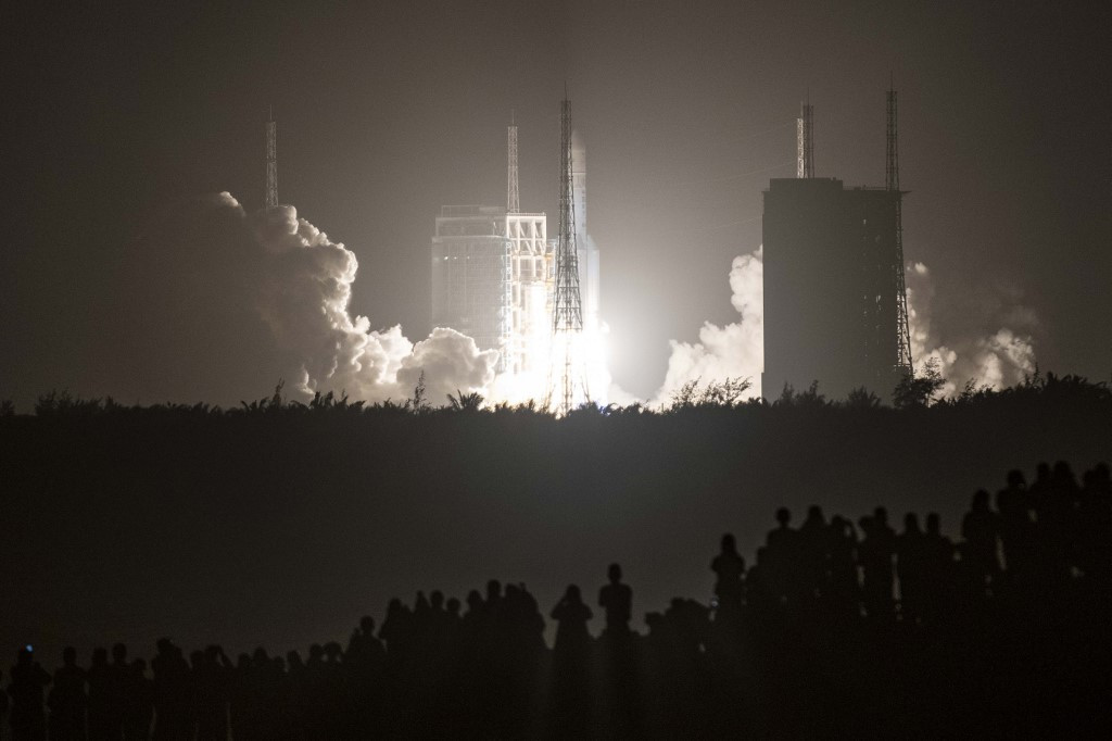 China launches Moon probe to bring back lunar rocks