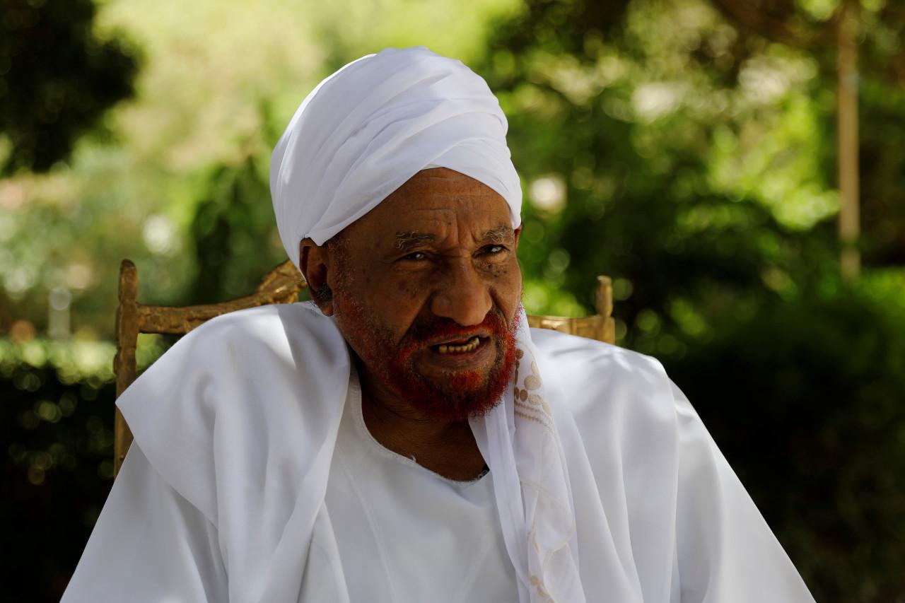 Former Sudanese Prime Minister Sadiq al-Mahdi Dies from Coronavirus in UAE