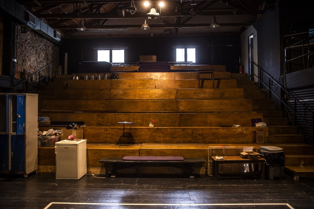 Virus hogs center stage as Greece's theaters wait in the wings