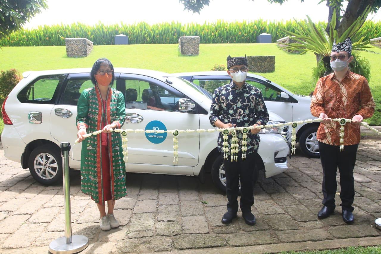 Banyuwangi regent and Grab sign MoU on developing digital economy