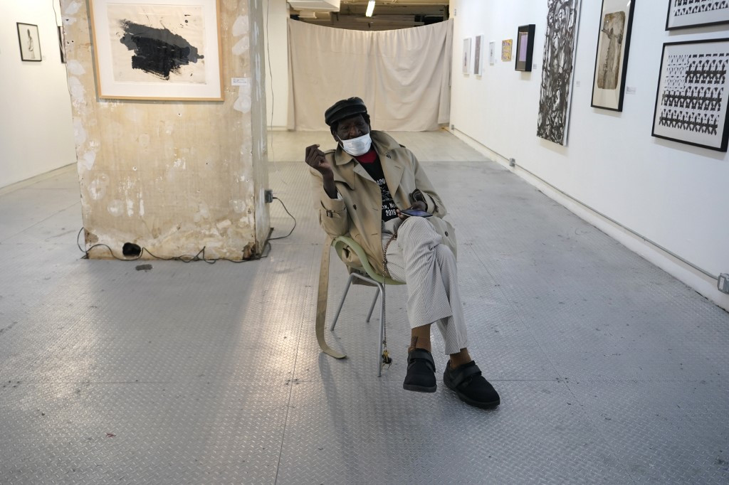 As pandemic closes New York stores, artists move in