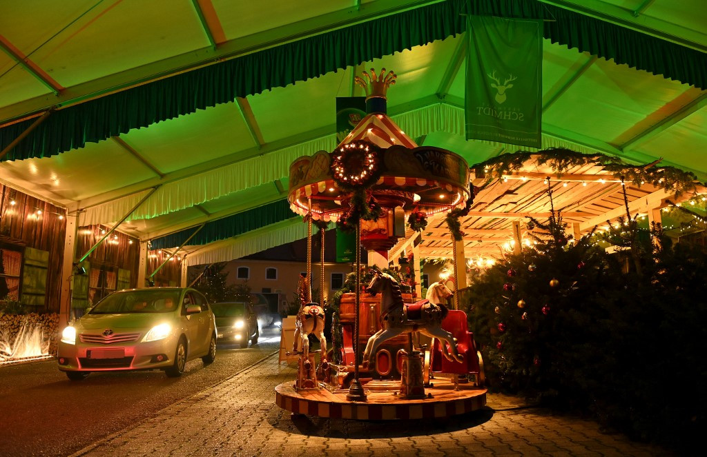Drive-ins, scattered huts: German Xmas markets find ways around virus
